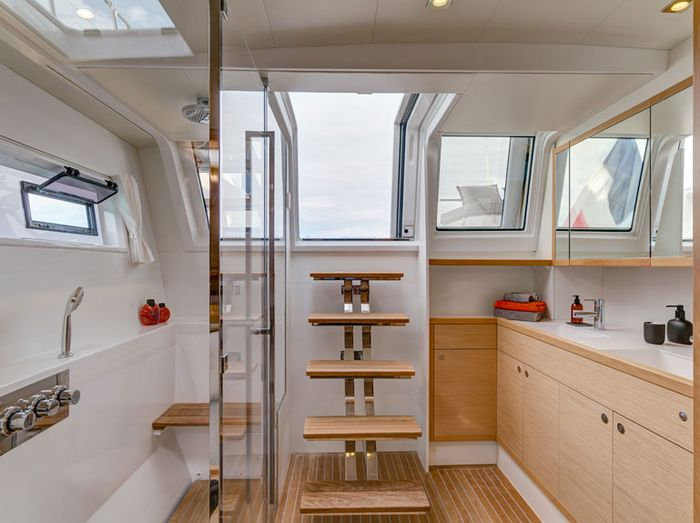 Aft starboard owner bathroom